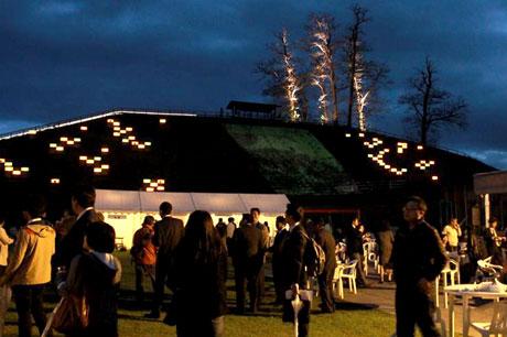 弘前市りんご公園内に設けられた「シードルナイト」の会場