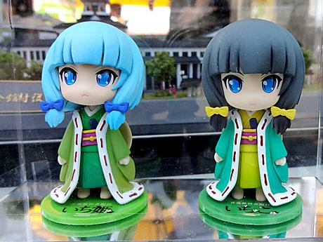 左が戦国時代の悲劇の姫君「いち姫」。右は現代に転生した「中辻いちこ」(青森限定発売)