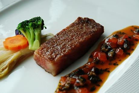 メーンの一つ青森の銘牛「倉石牛」のステーキ
