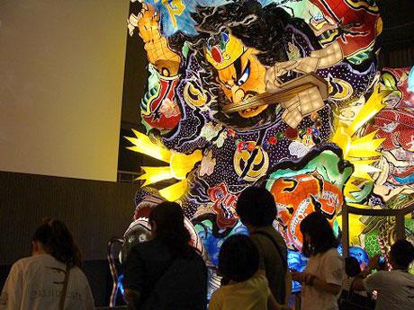 立佞武多(たちねぷた)の館では20mを超える巨大ねぷたの観賞も
