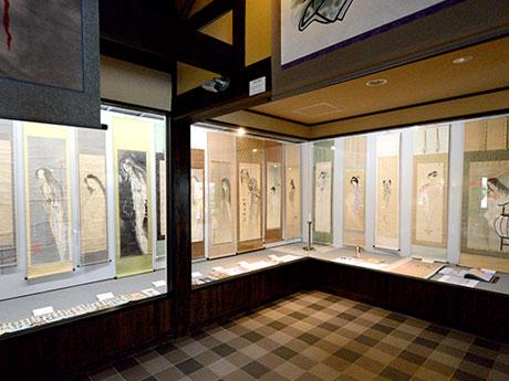 幽霊画約40点を展示するギャラリー森山「ゆうれい展」