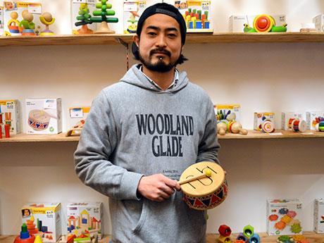 「bambooforest」店主の竹森幹さん。東京・高円寺の古着&家具店で店長を務めたこともある