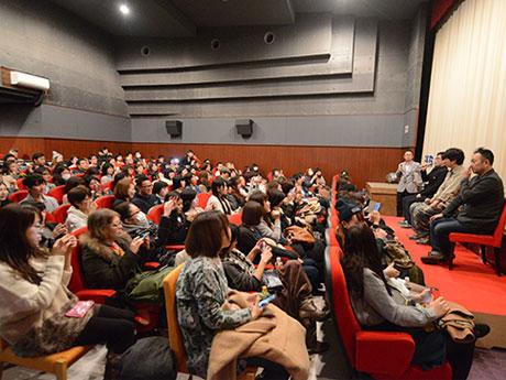 満席となったシネマディクトの会場。映画「百円の恋」のトークショー