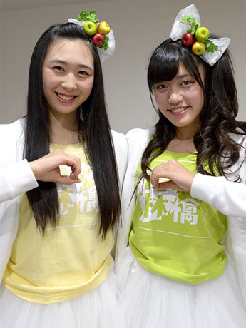とき(写真左)と王林(写真右)は弘前市内の高校に通う女子高生