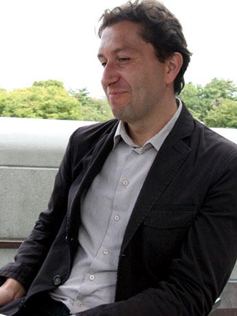 ストラツァナクさん。欧州でも名高い弘前の桜について「いつかこの目で見てみたい」と話す