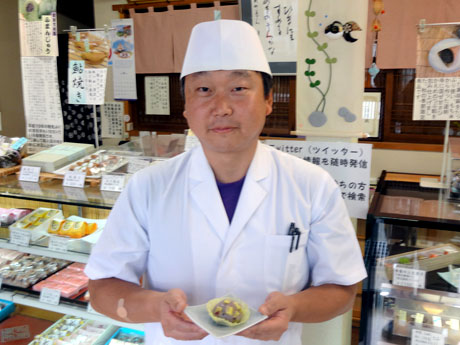 3代目店主の川嶋将晃さん。ツイッターアカウントでは川嶋さんの日常も垣間見ることができる