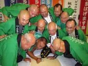 青森・鶴田町の「吸盤綱引き大会」、東京開催へ 「スチューベン」の試食販売も