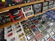 弘前の書店でホビーフェア エブロ、レジン製ミニカー1000点、一堂に