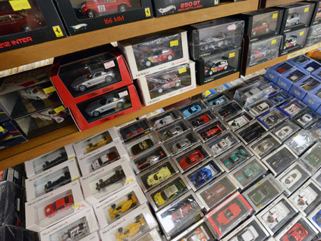 約1000点のミニカーが並ぶ「ホビージャパン ホビーフェア」