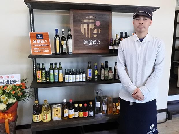店長の安藤陽介さん。2015年3月、弘前にUターンして開業の準備を始めた