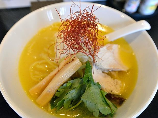 熊本のブランド地鶏「天草大王」を使った熟成鶏白湯