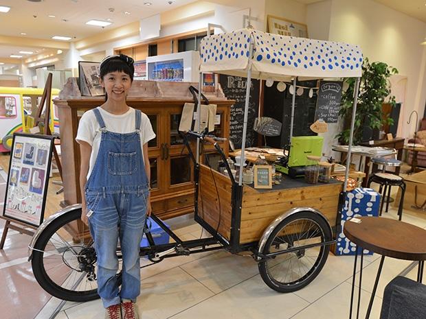 改造した3輪自転車と坂爪梓さん