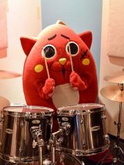 ドラムたたく青森のゆるキャラ「にゃんごすたー」 全国から出演依頼
