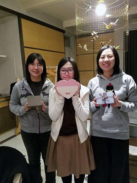 胸キュン朗読会を主宰する弘前大学の学生たち。中央が田中しずくさん