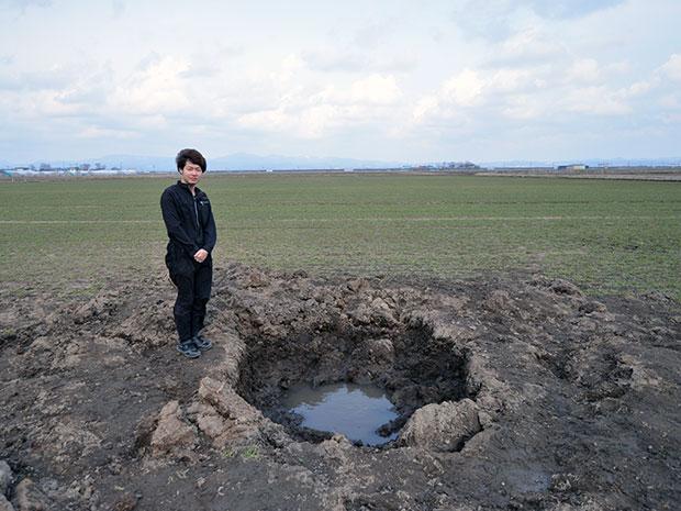 青森・つがるに現れた直径2メートルの穴