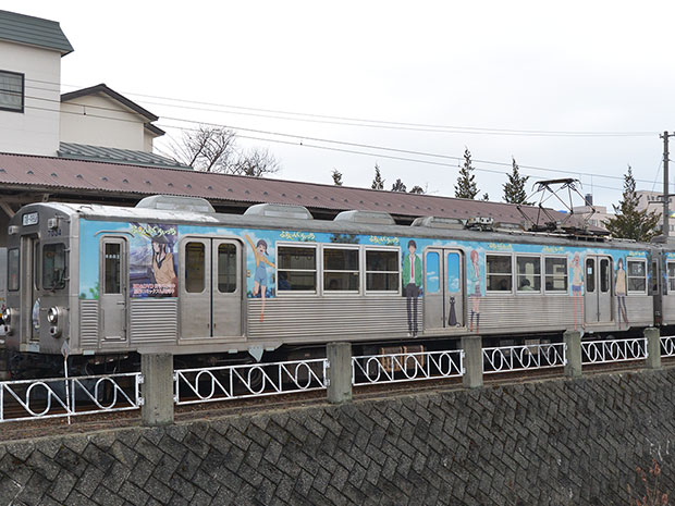 弘前中央駅から出発するラッピング電車の最終運行