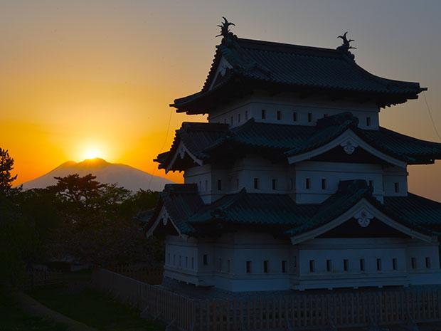 弘前城本丸の展望デッキから(5月20日18時10分頃撮影)