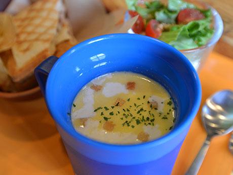 コーンスープとホットサンドのセット