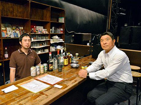 店主の大川誠さん(右)、店長の高取宏樹さん(左)