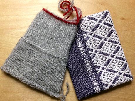 スウェーデンの二重編み(左)と津軽こぎん刺し(右)