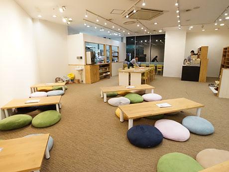 靴を脱いでリラックスできる「cafe202 さくら野弘前店」