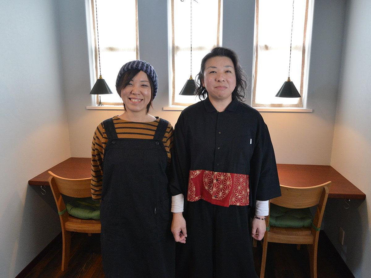佐藤智子さん(左)と増田華子さん(右)