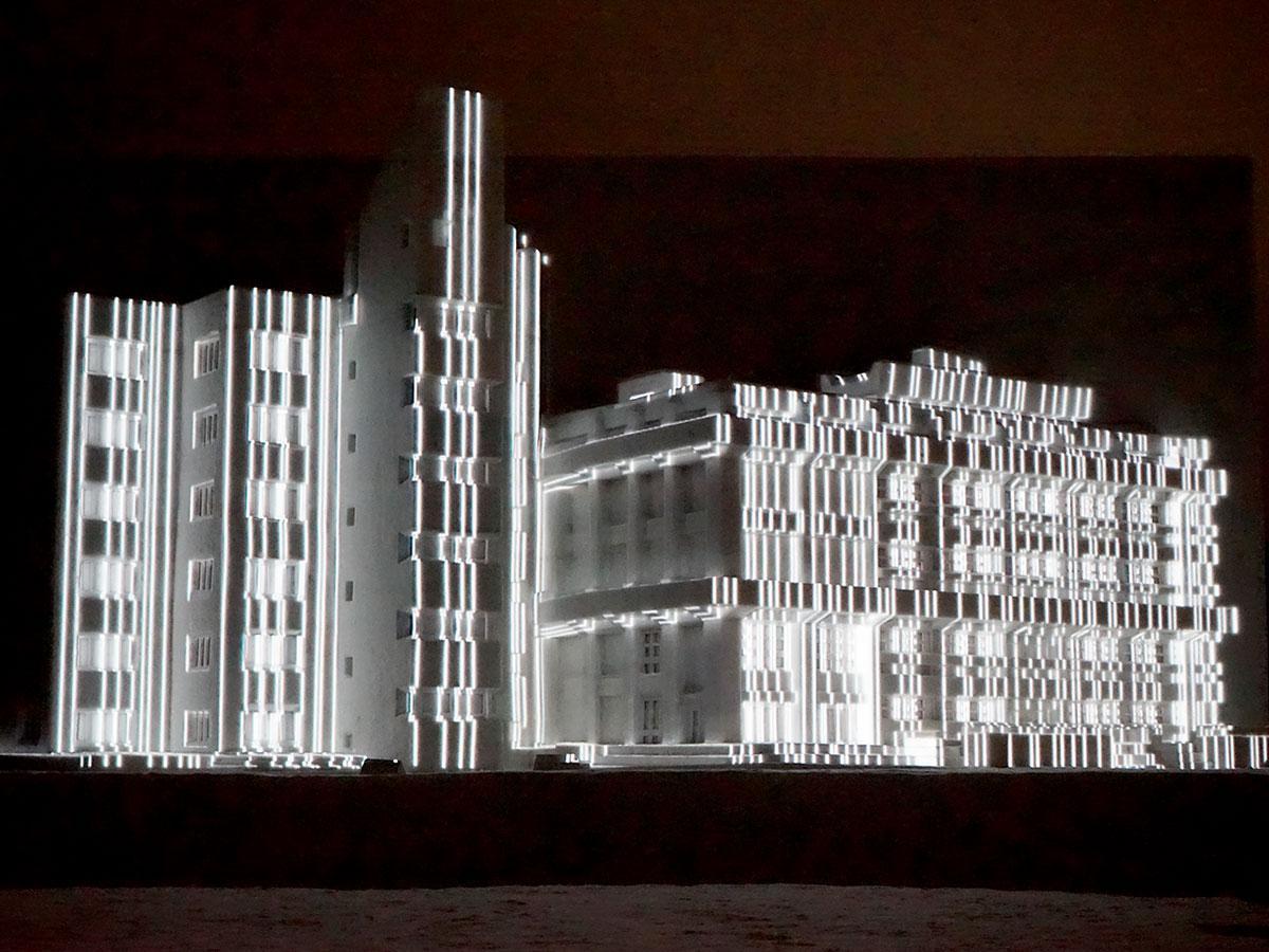 弘前市役所の大雪像にプロジェクションマッピング