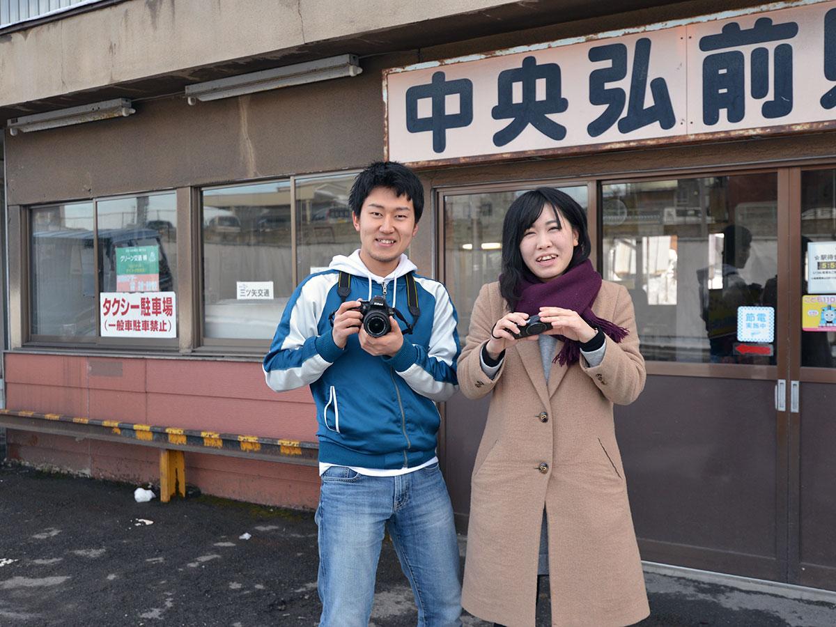 投稿を続けた弘前大学の清藤慎一郎さん(左)と渡辺由里香さん(右)