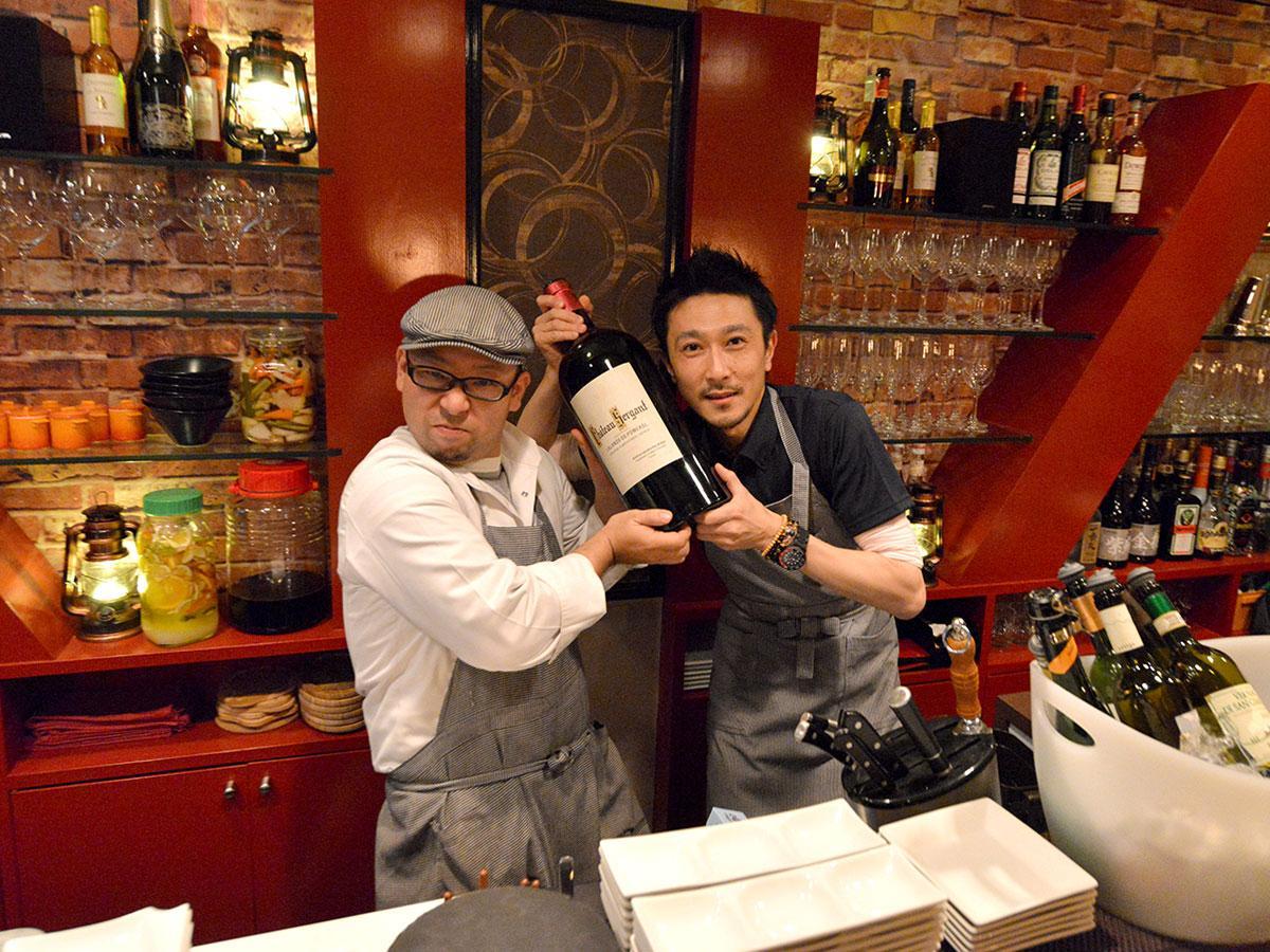 店主の板東俊樹さん(右)がシェフの丹藤秀行さん(左)