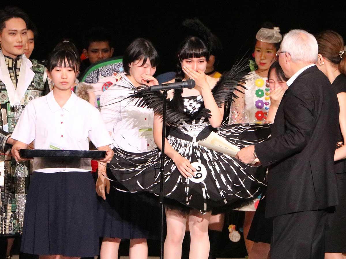 受賞時の弘前実業高校の生徒たち
