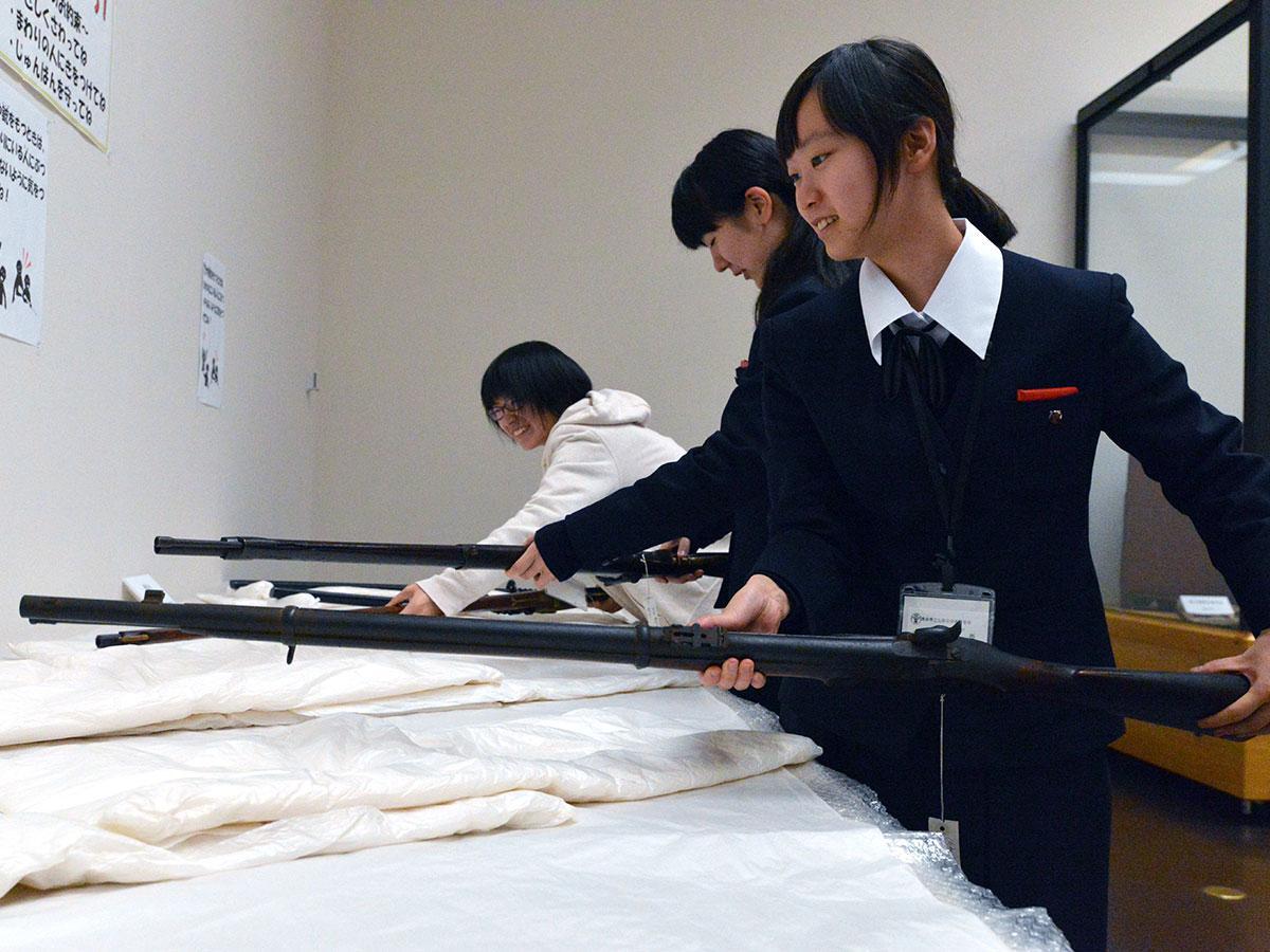 エンフィールド銃を実際に手に取ることができる体験コーナー