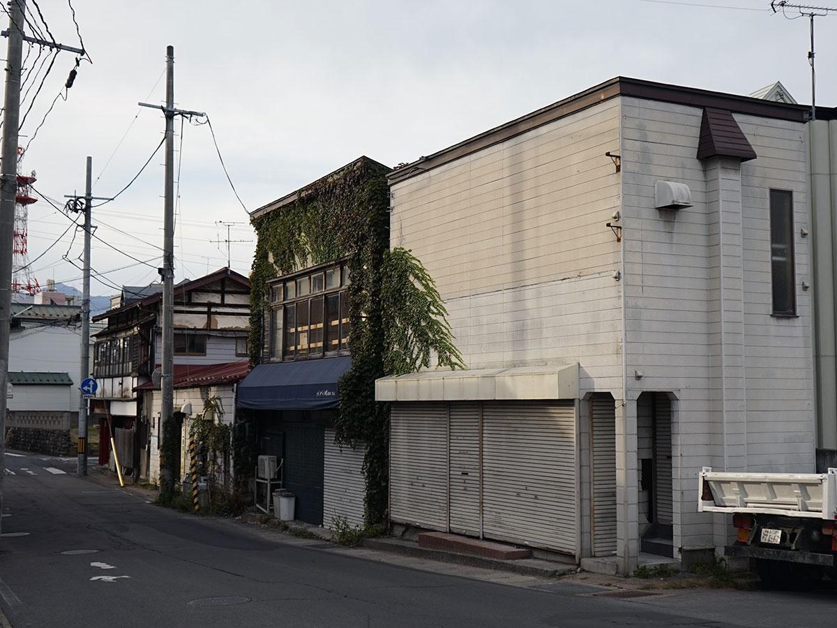 道路拡張工事によって解体されるテナントが入っていた北側の建物