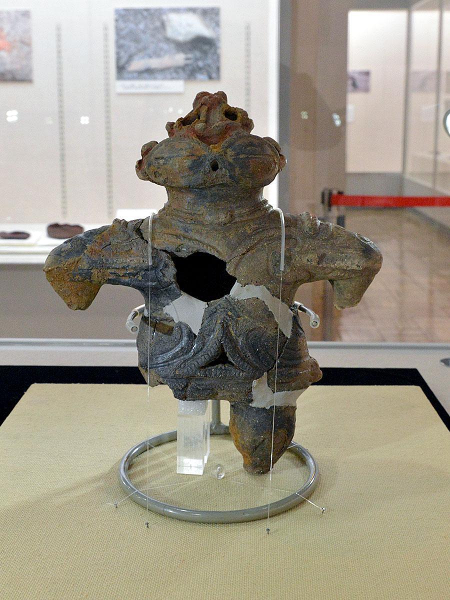 白神ダム建設に伴う発掘調査で見つかった遮光器土偶