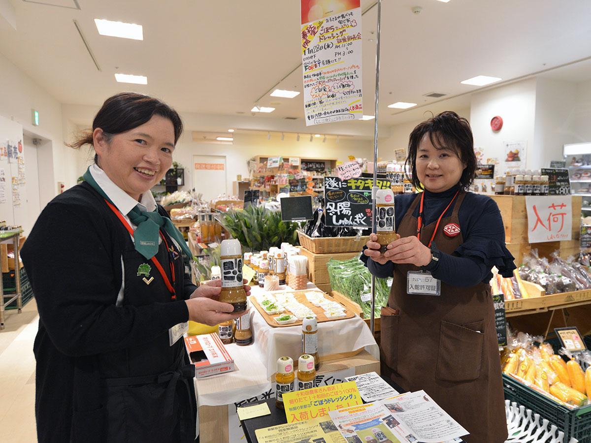 中沢洋子さん(右)と野菜ソムリエの中村陵子さん(左)