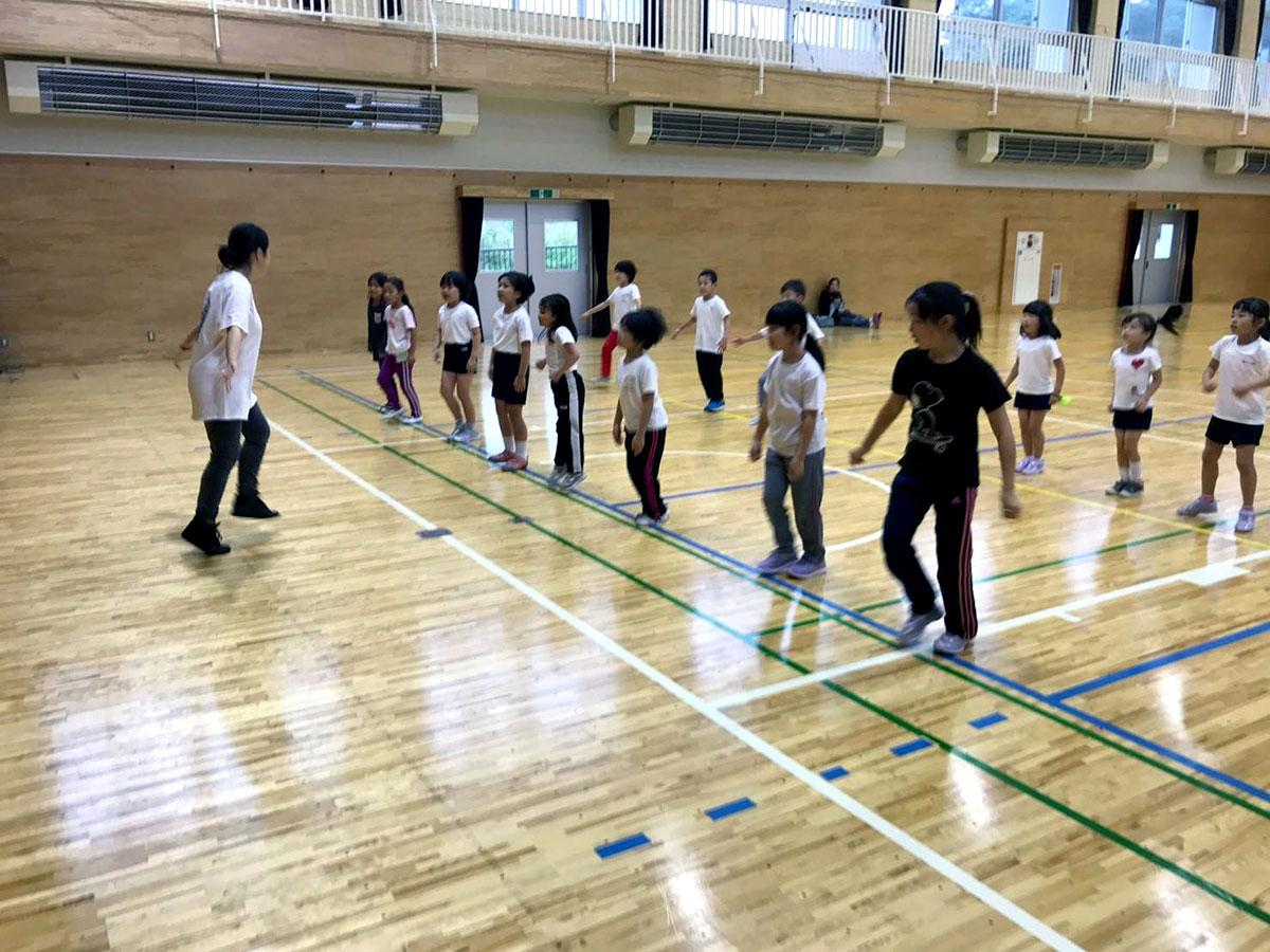 スポネット弘前が実施している複数の学校の児童を集めて行うスポーツ教室