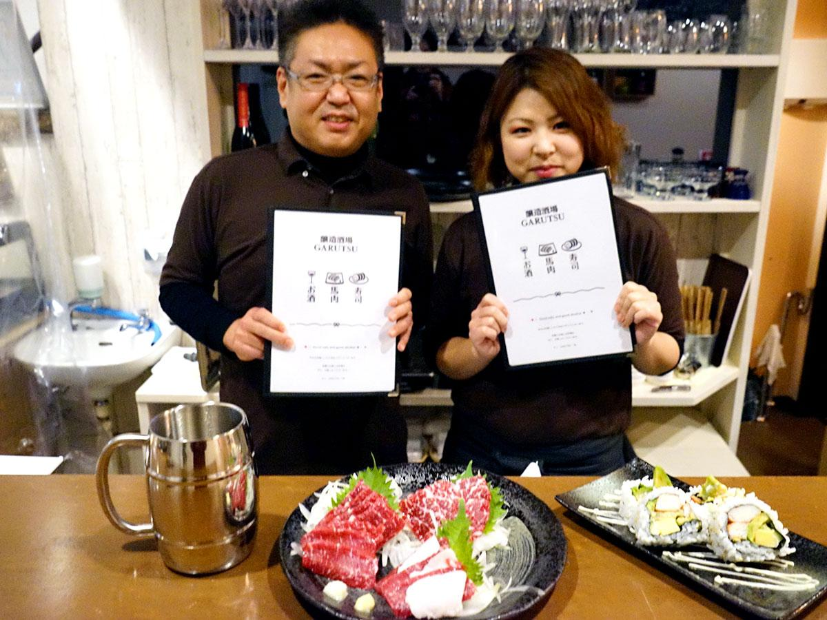 料理を担当する白戸孝幸さん(左)と醸造担当の櫻庭真衣さん(右)