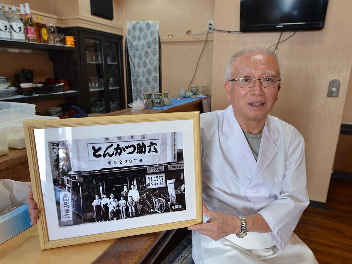 杉沼純一さんと昭和35年に撮影したという助六の写真