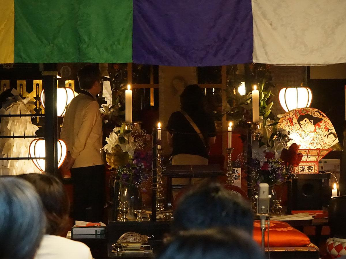 久渡寺の本堂で一般公開された幽霊画