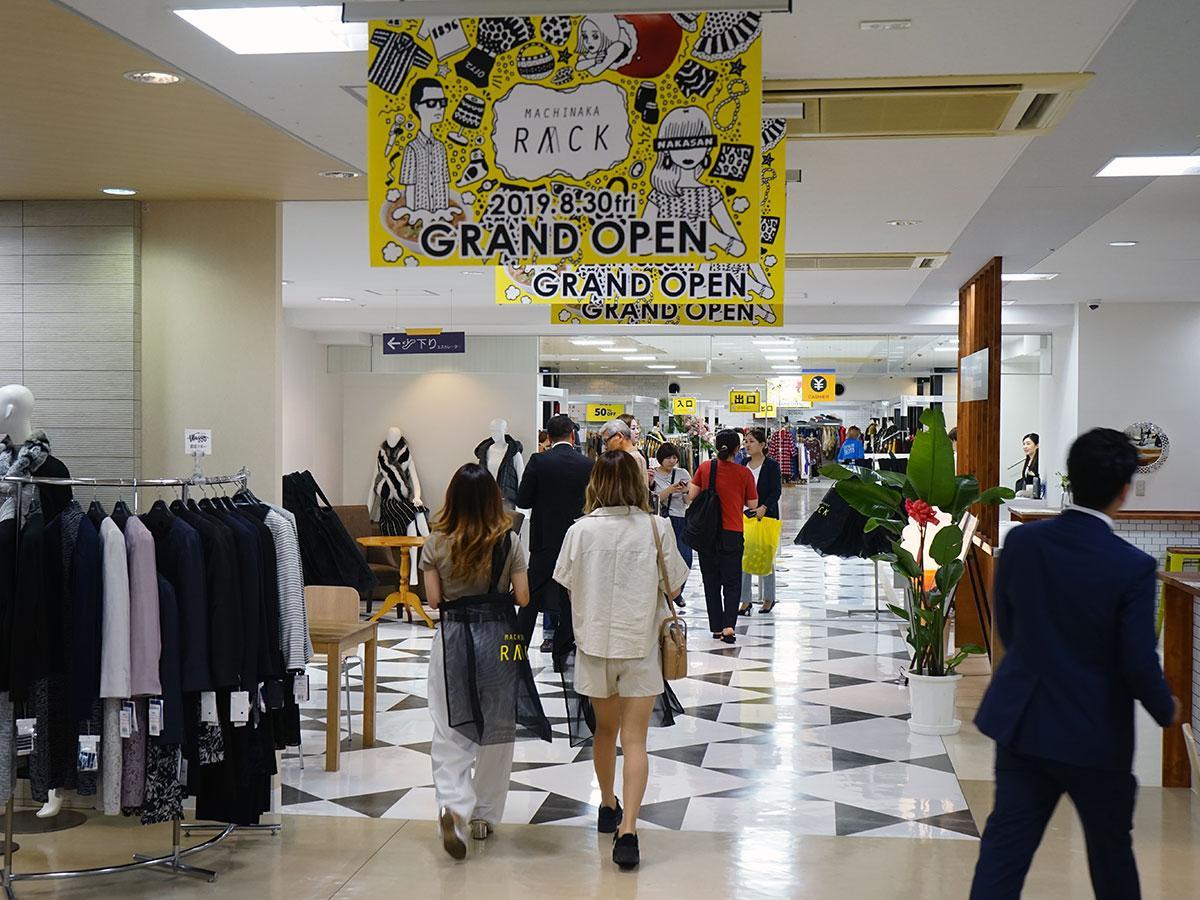オープン前日に行われた内覧会の様子。5階のレディスファッションコーナー