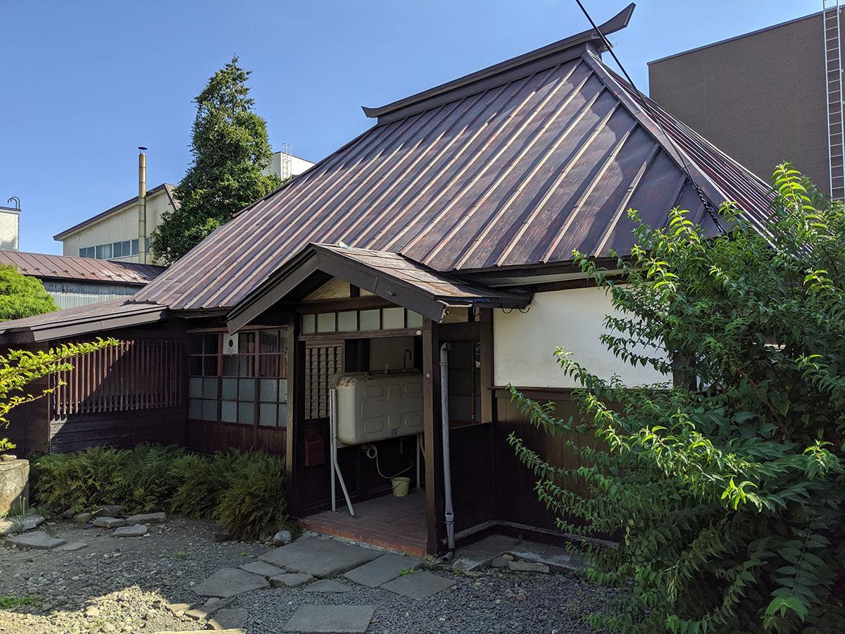 「忍者屋敷」といわれる弘前公園近くの古民家