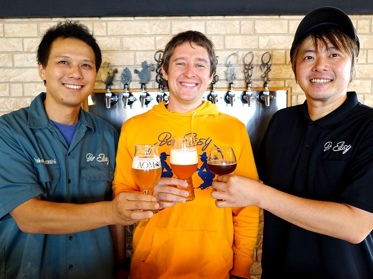 (左から)醸造を担当する中林將浩さんとギャレス・バーンズさん、大宮豊孝さん