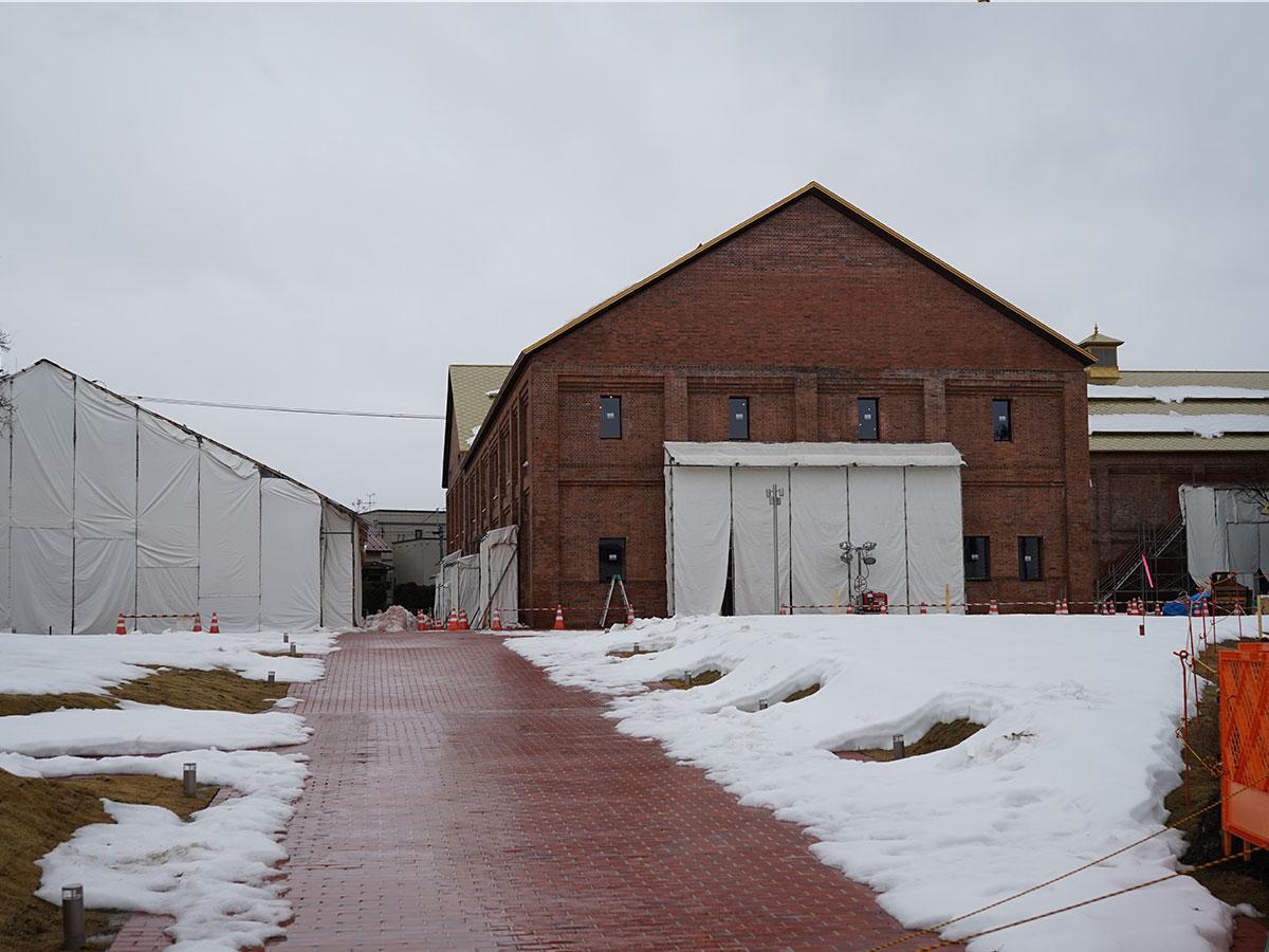 改装工事中の弘前れんが倉庫美術館