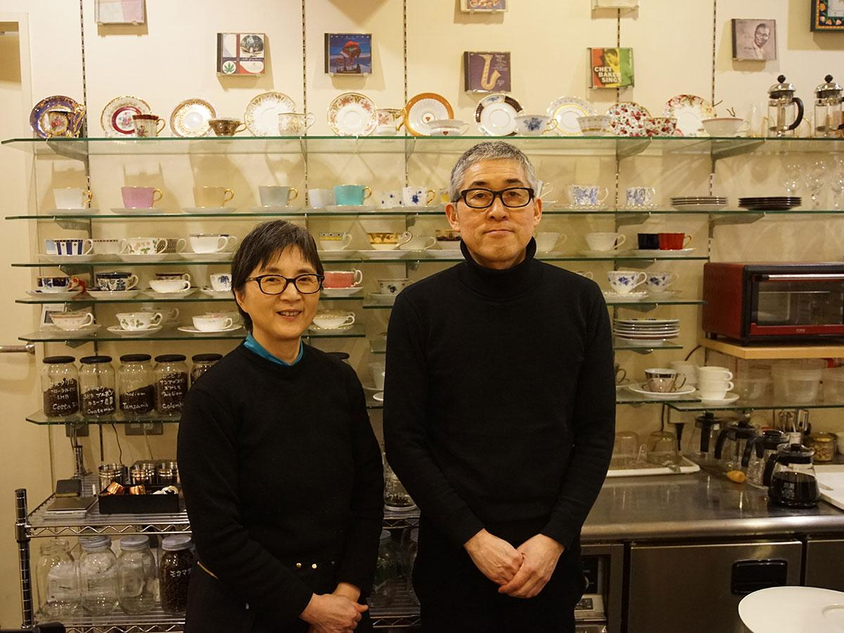 チェンバロの石井貢さん(右)と弘子さん(左)