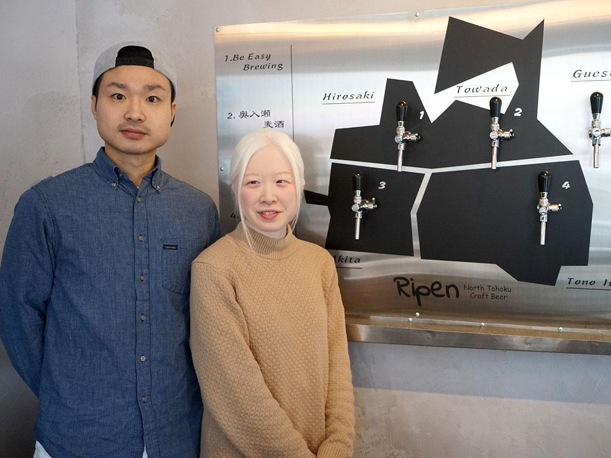 店主の中野渡卓也さん(左)と中野渡実知さん(右)