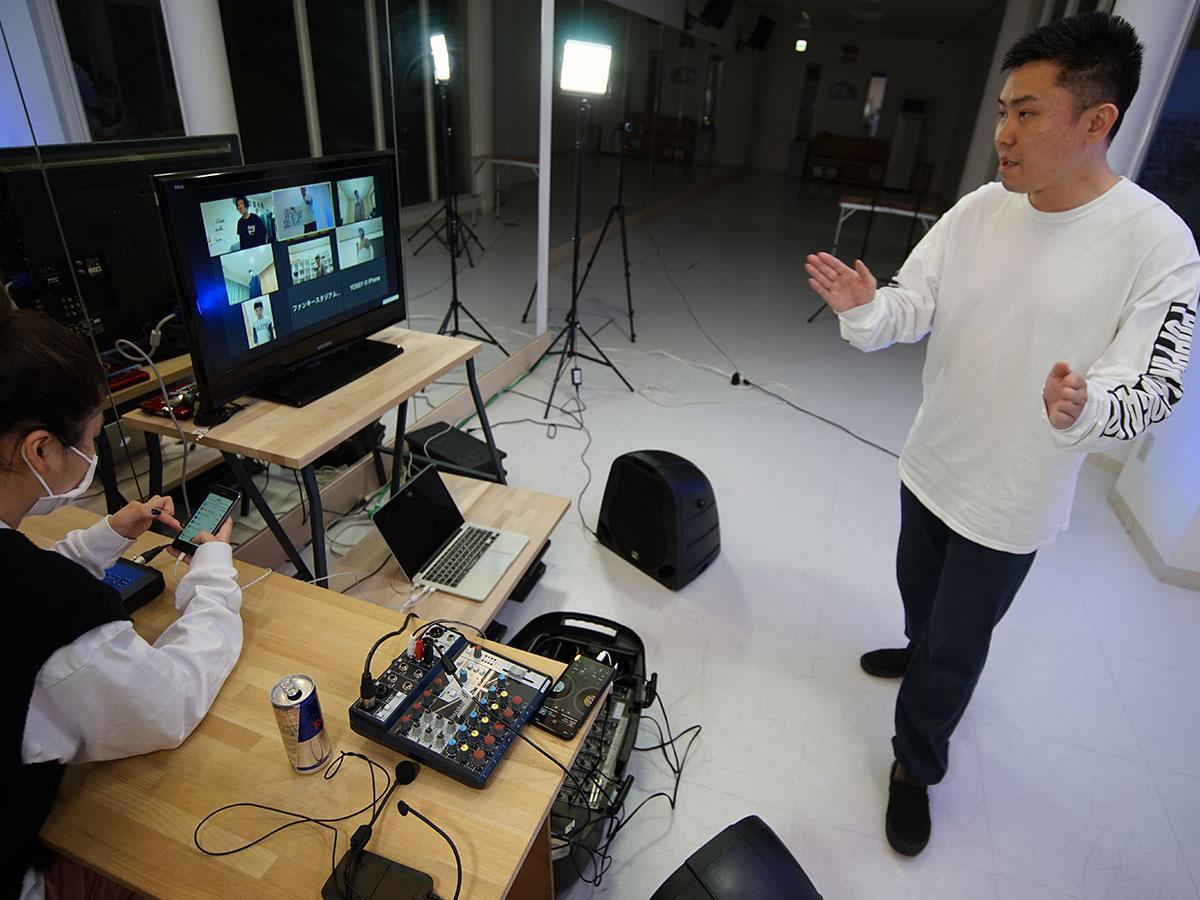 オンラインレッスンを行うファンキースタジアムの岩渕伸雄さん