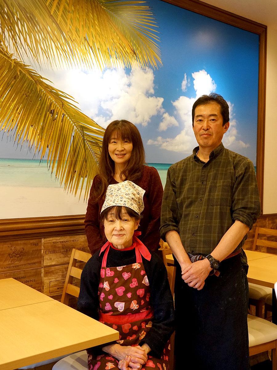 左手前から川嶋幸子さん、藤崎秋子さん、川嶋景介さん