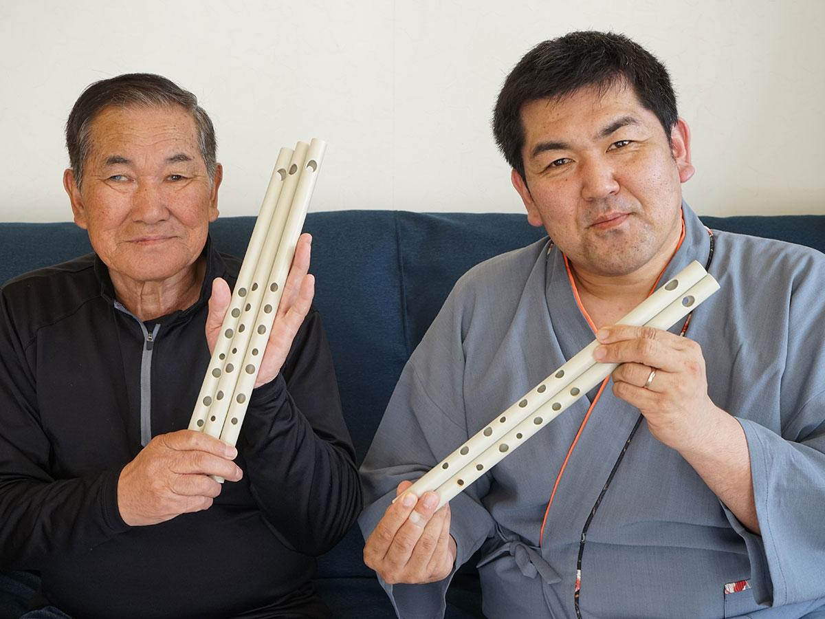 佐藤ぶん太さん(右)と父・佐藤年雄さん(左)