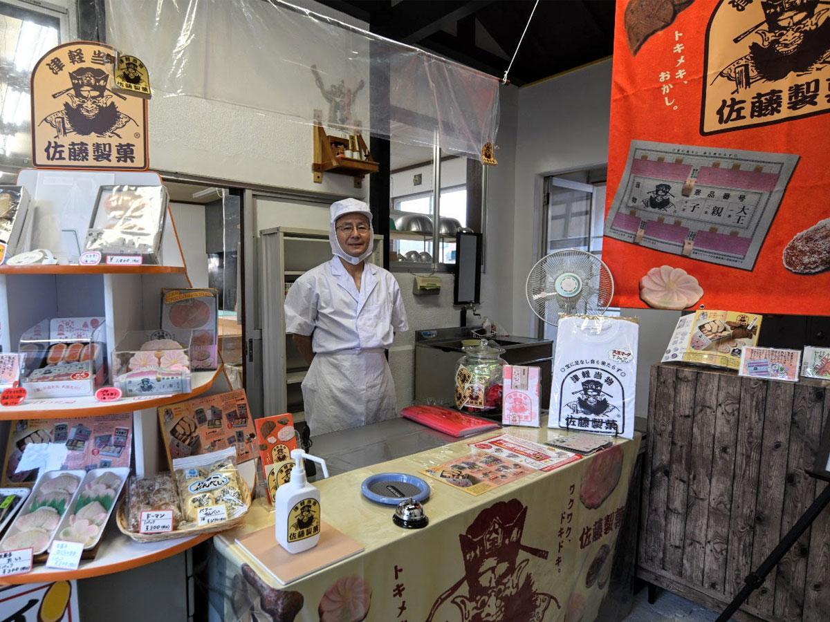 工場に併設する佐藤製菓直売所
