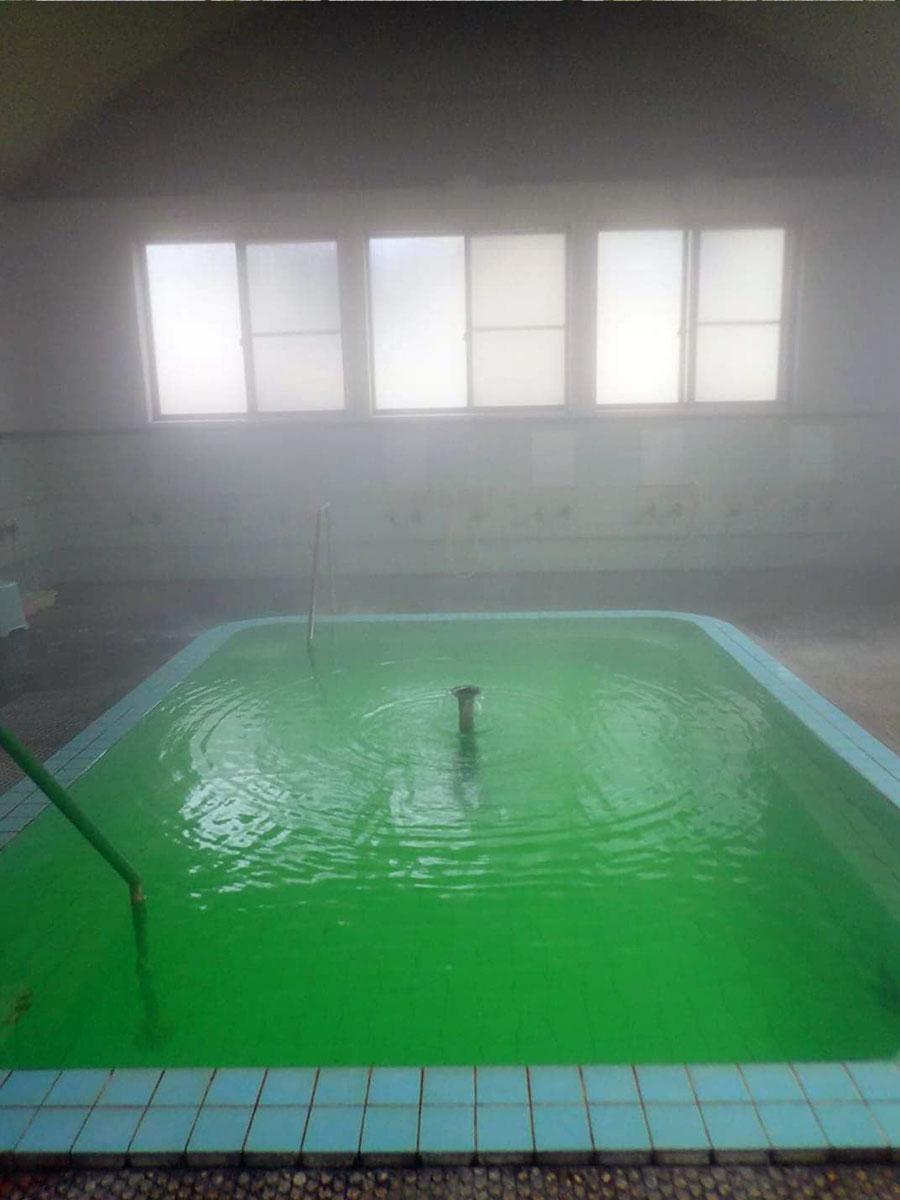 エネラルドグリーンの大浴場(写真提供=沓掛麻里子さん)