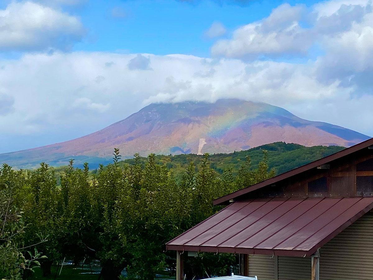 ツイッターアカウント「たま」さんが見た虹色の岩木山